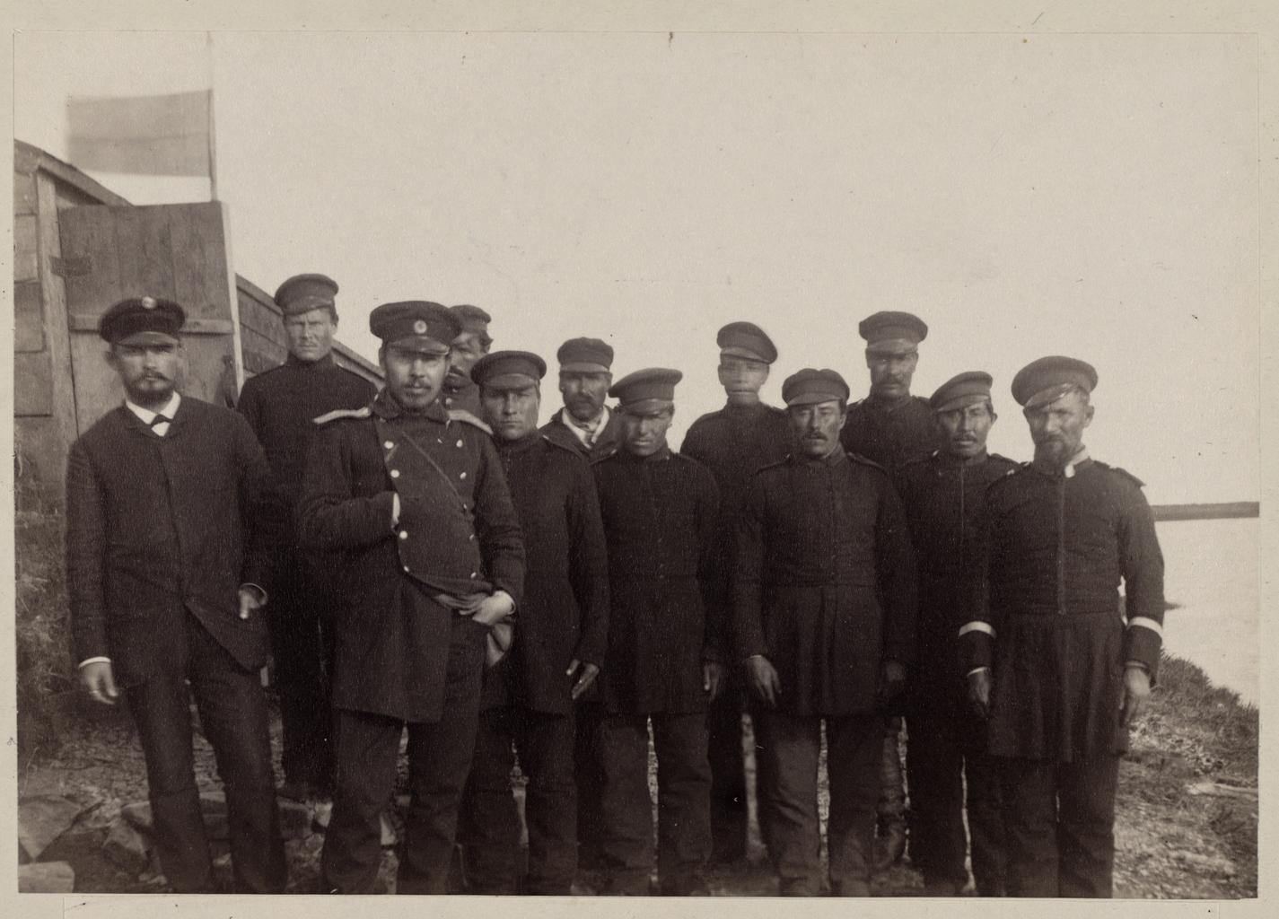 Личный состав экспедиции доктор Гриневецкий, чиновник Дмитриев, десятник Павлов и девять казаков