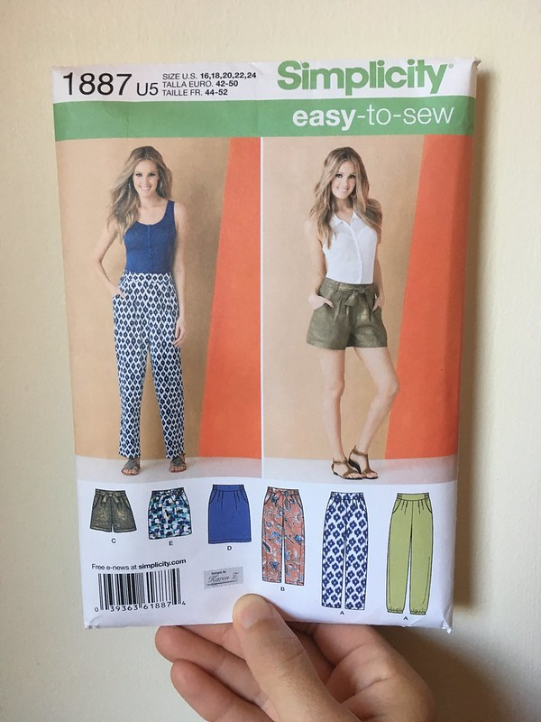 The Last Summer Project:  Simplicity 1887 Shorts (in Sparkly Linen!)