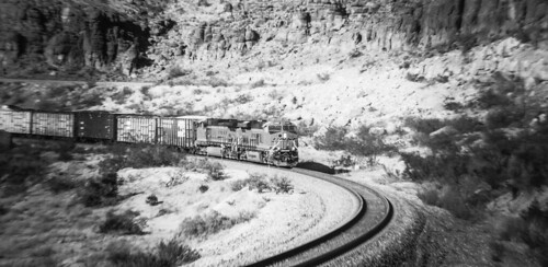 unittrain bnsf kingmancanyon westbound atsf arizona canyon mohave blackwhite landscape locomotive