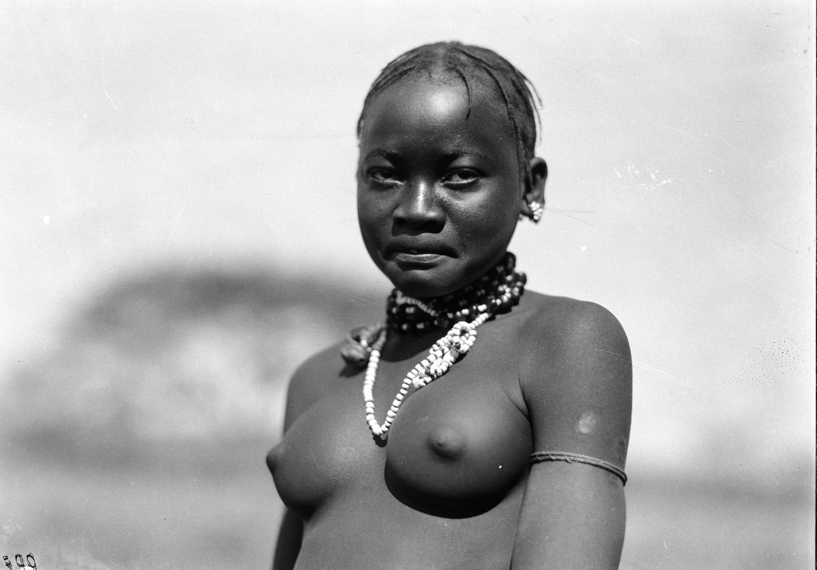 Квазулу-Наталь. Умфолози. Женщина банту