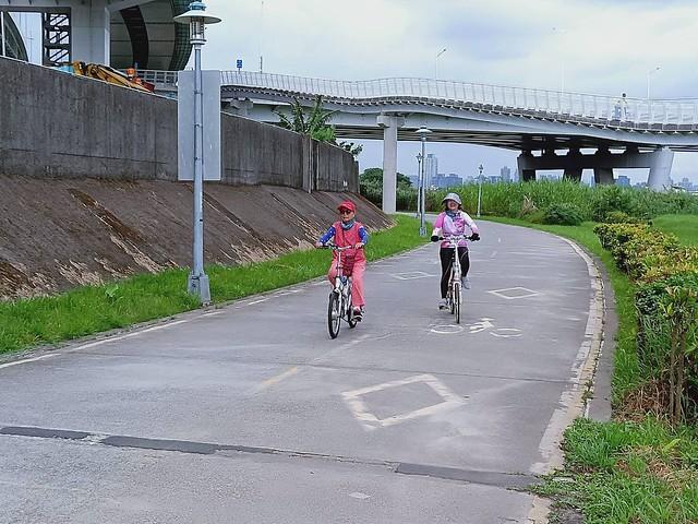 延平北路五段,關渡騎自行車 (25)
