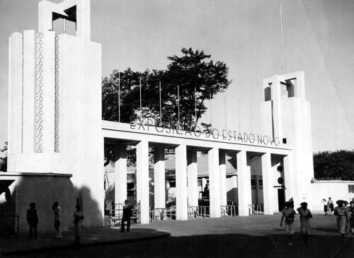 Entrada do pavilhão que abrigou a Exposição Nacional do Estado Novo