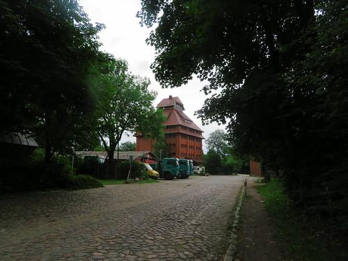 20180624 20 097 Baltica Grabau GetreideSilo Turm Weg Bäume
