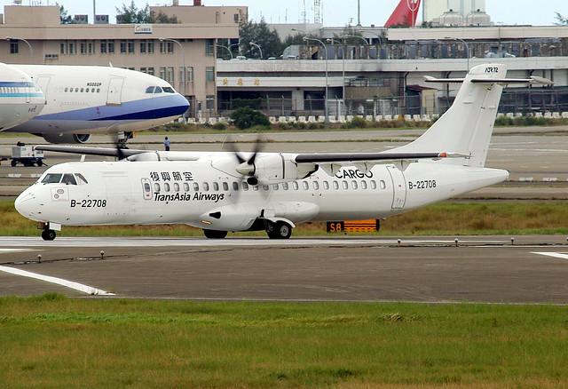 TransAsia Airways Cargo ATR72-201, Nikon D100, AF VR Zoom-Nikkor 80-400mm f/4.5-5.6D ED