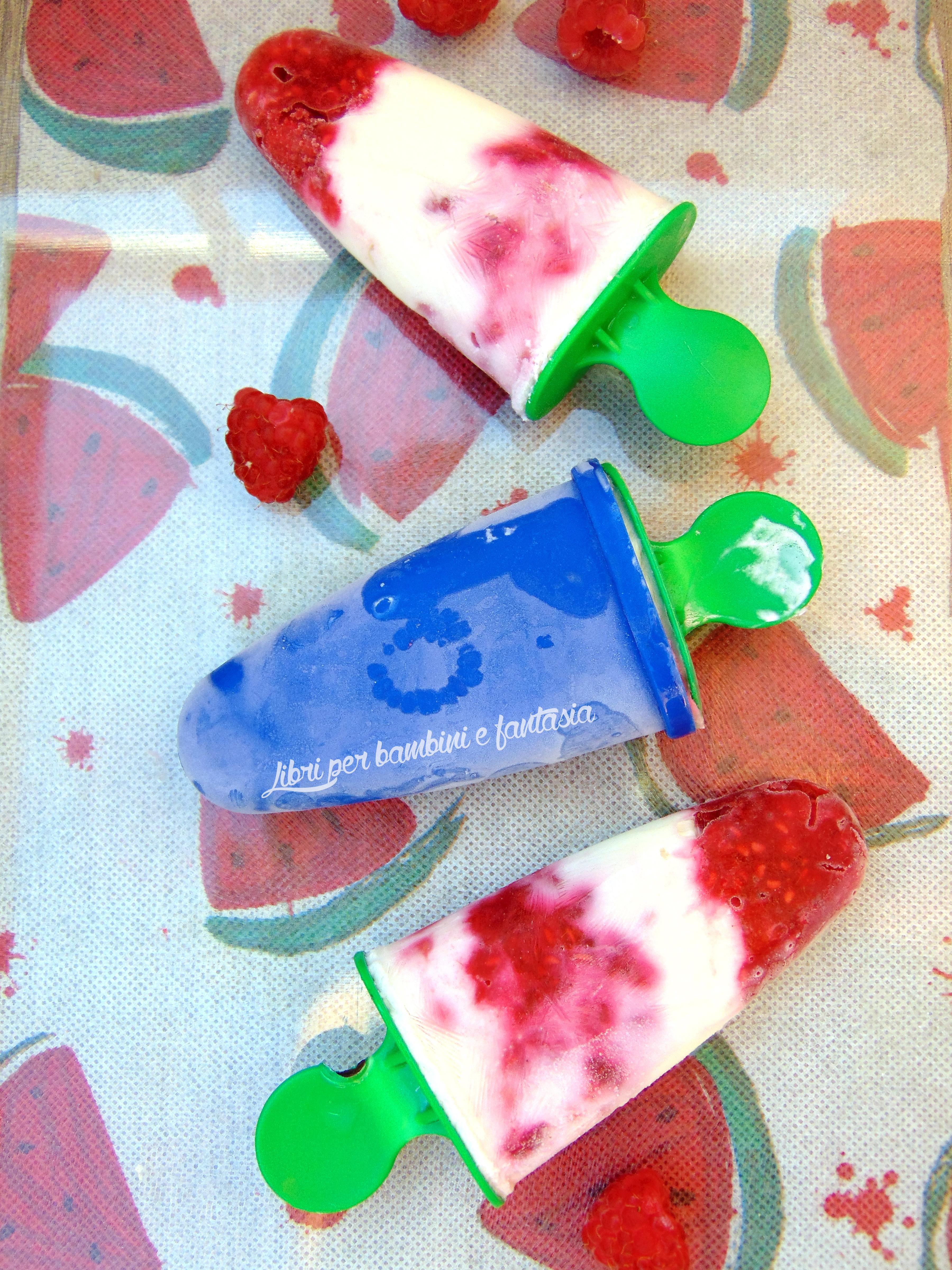 gelati di yogurt greco e lamponi