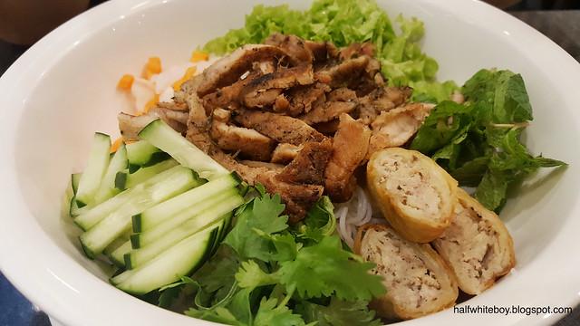 halfwhiteboy - vina trang vietnamese restaurant 01