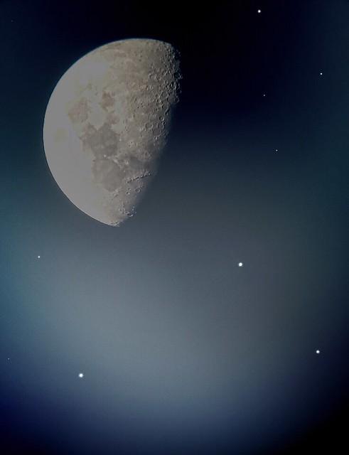 Mondaufnahme durch Teleskop