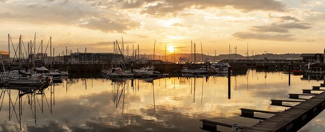 Atardecer en el puerto deportivo. Gijón. Panorámica.