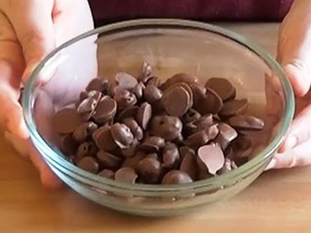 uvetta al cioccolato fondente