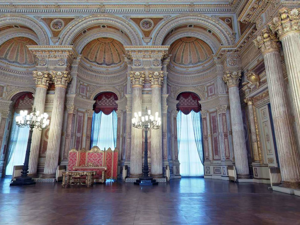 dolmabahce-palace-and-two-continents-tour-3