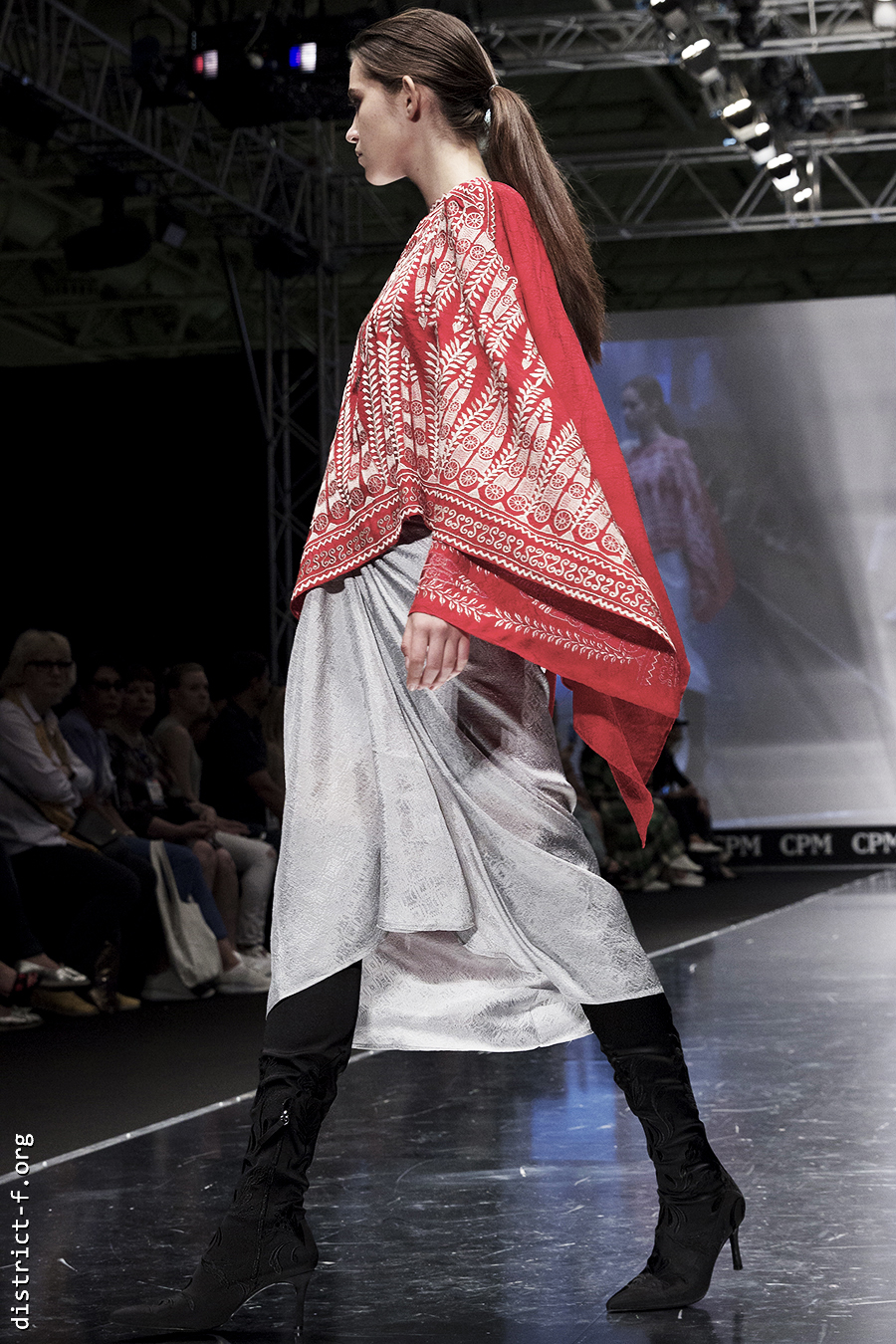 DISTRICT F — Collection Première Moscow SS19 — Indonesia kmiq1