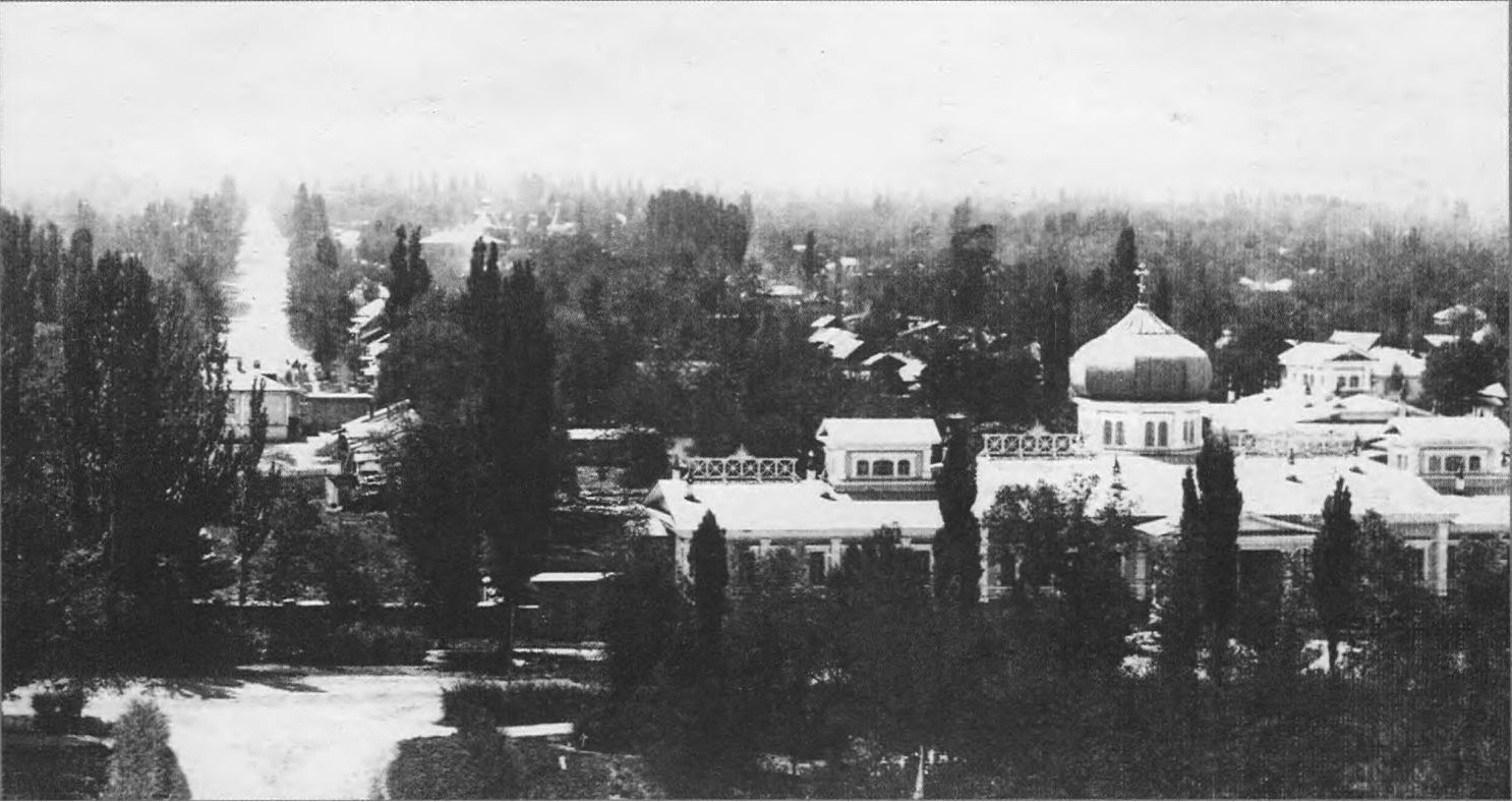 Здание женской гимназии. Вид с Кафедрального собора