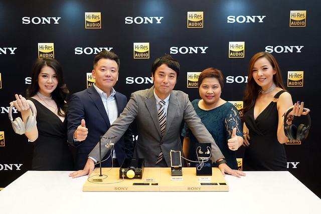 Pic_มร. มาซากิ มัทซูมาเอะ กรรมการผู้จัดการ พร้อมทีมผู้บริหารจากโซนี่ไทย