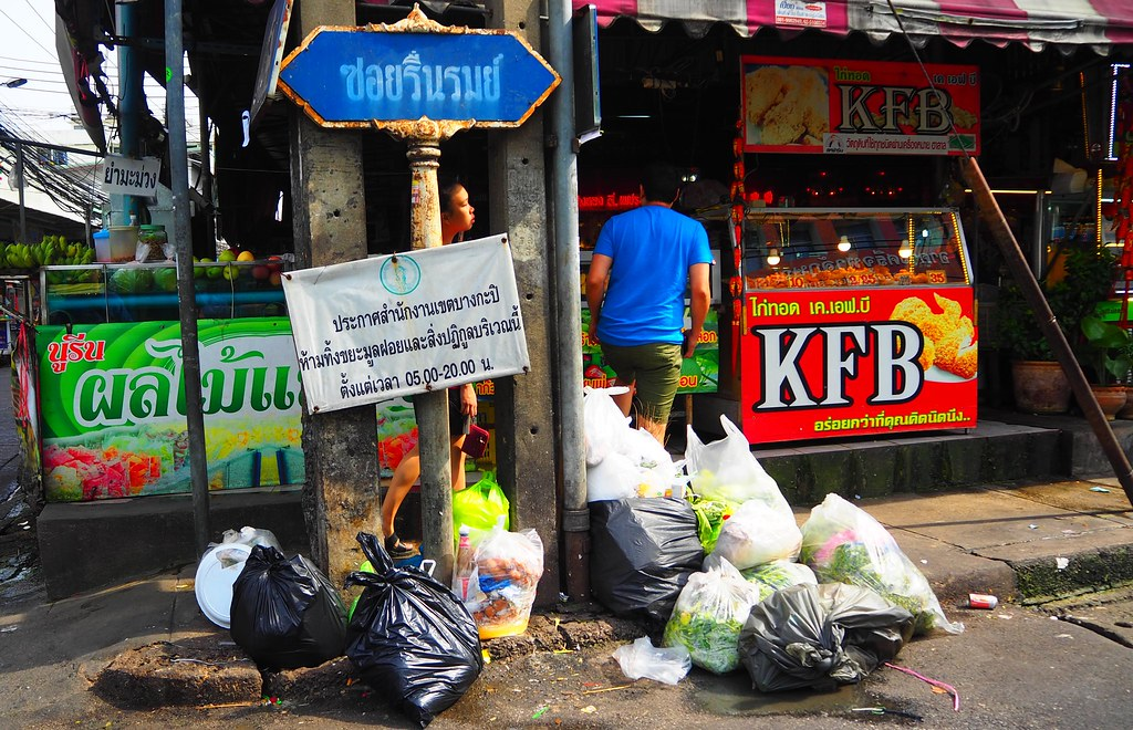 Trash everywhere in a Bangkok street