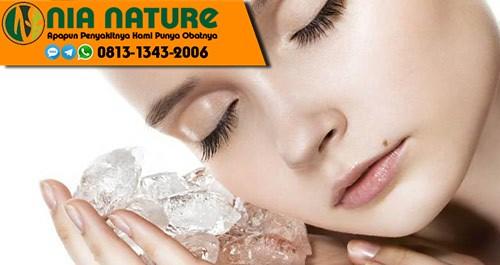 Cara Mengecilkan Pori Pori Wajah Dengan Es Batu