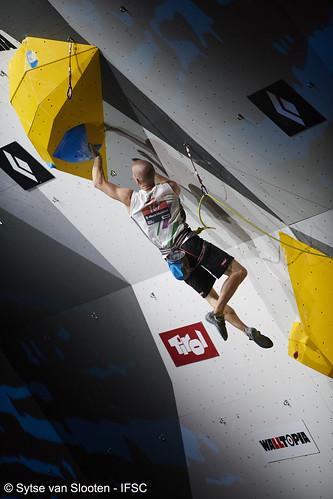 ifscwch-innsbruck-lead-semifinal-men-023-D85_5074