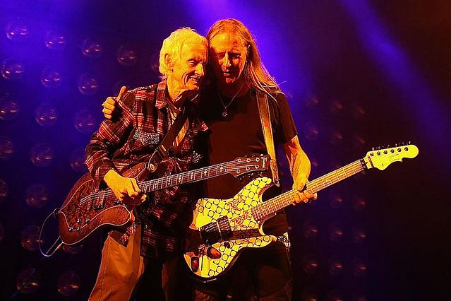 """觀看Alice in Chains與The Doors' Robby Krieger合作演出""""Rooster""""畫面 1"""