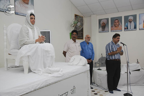 Devotional song by Bunty Sahib from Sant Nirankari Colony, Delhi