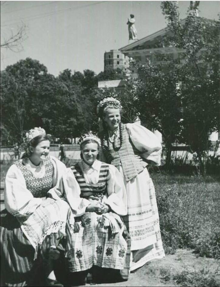 1949.  У подножия горы Гедиминаса