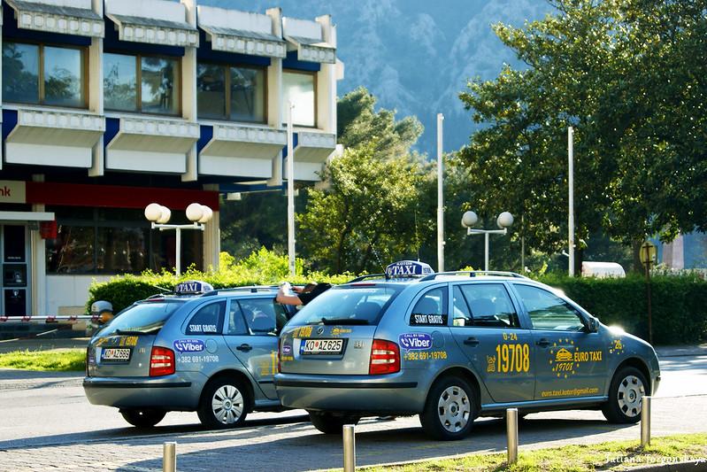 Машины такси в Которе