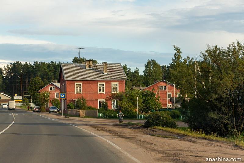 Деревянные двухэтажные дома в Приозерске