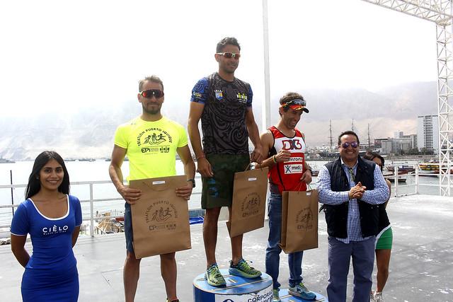 """120 deportistas compitieron en la """"Gran Triatlón Puerto de Iquique"""""""