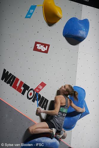 ifscwch-innsbruck-bouldersemifinals-women-friday-037-D85_2562