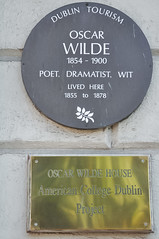 Photo of Oscar Wilde brown plaque