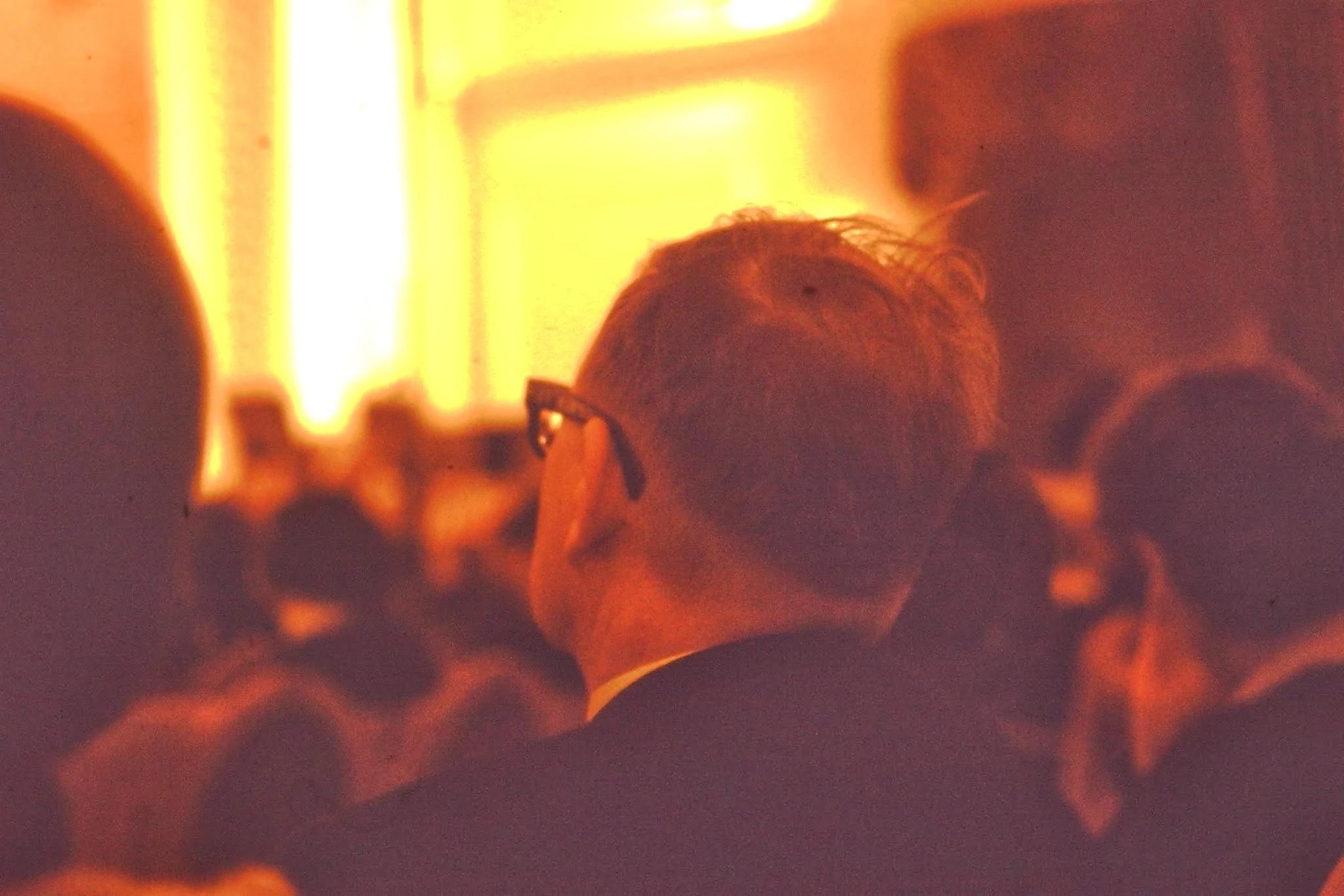 Дмитрий Шостакович находился в первом ряду второго блока. Я нахожусь на втором ряду. После перерыва он ушел