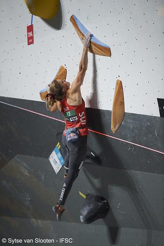 ifscwch-innsbruck-boulderfinals-women-friday-041-D4S_2414