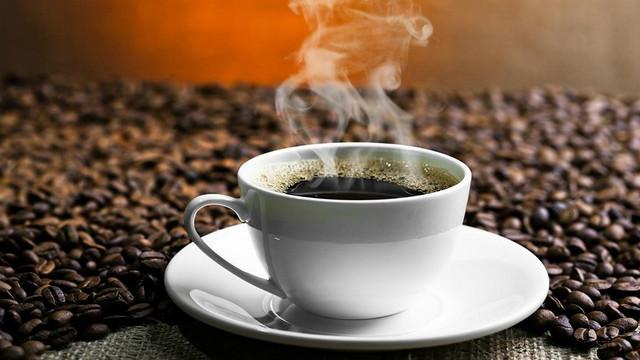 uống cafe mỗi sáng