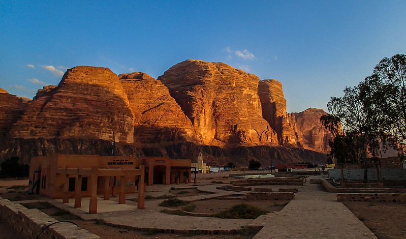 Fri, 2017-11-10 16:16 - Jebel um Ejil in sunset from Wadi Rum