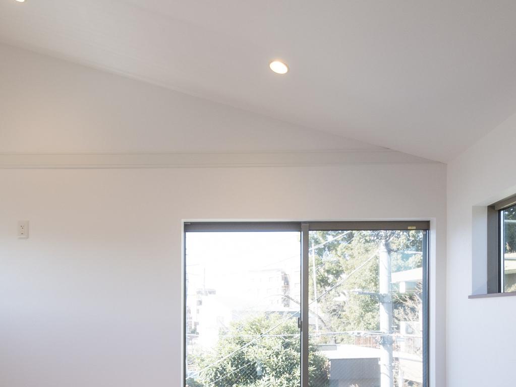 三階のお部屋の高い天井