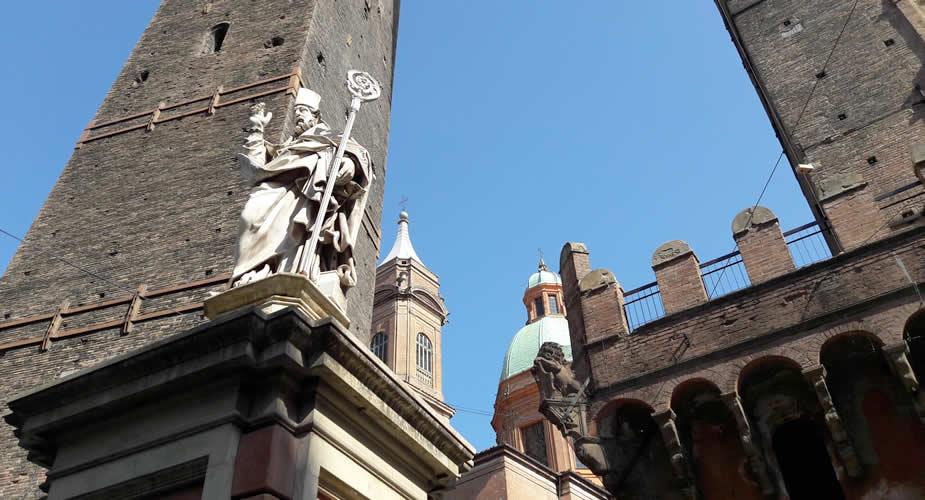 Bologna bezienswaardigheden: Le Due Torri | Mooistestedentrips.nl