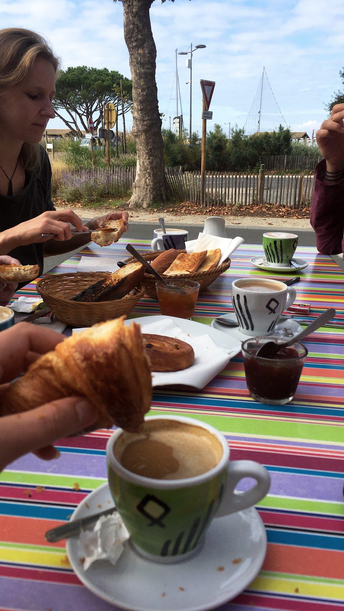 Petit Déjeuner, Frühstücken in Andernos-les-Bains
