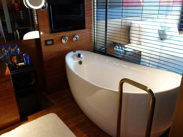 蛋型浴缸@高雄H2O水京棧國際酒店