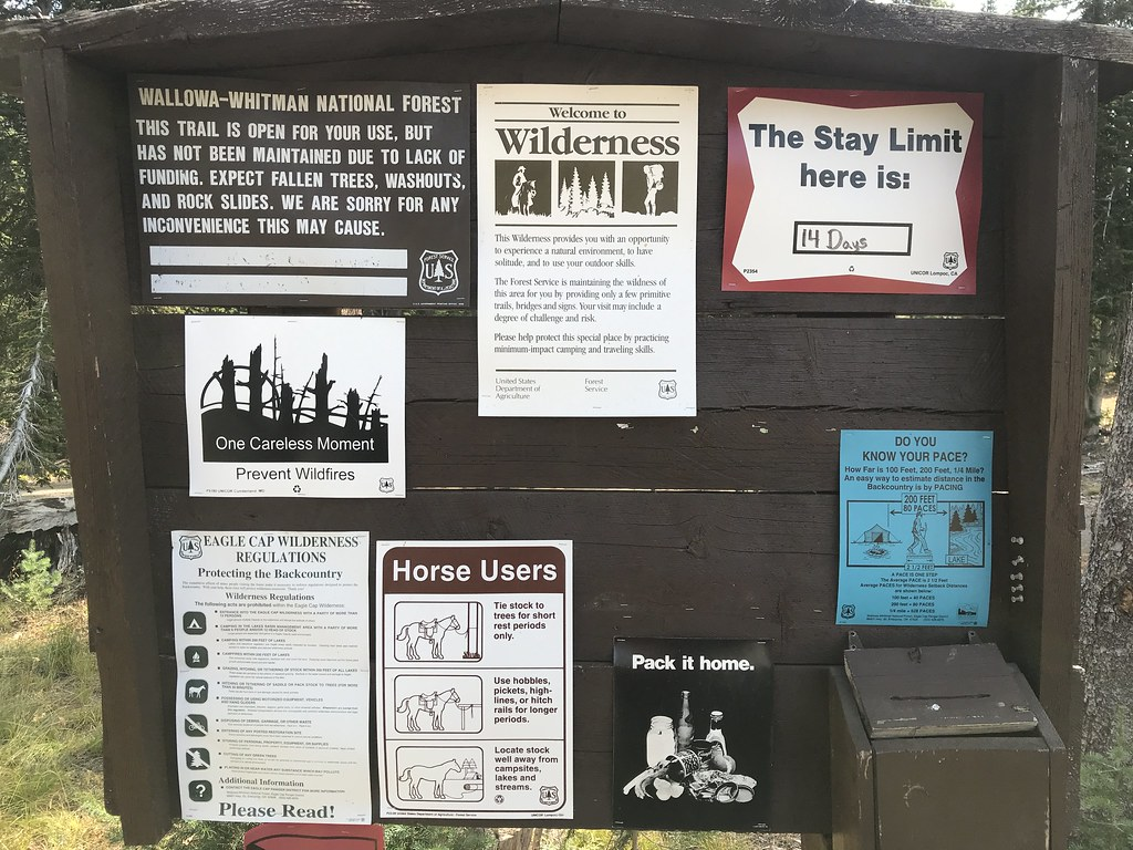 Deadman canyon trailhead signs