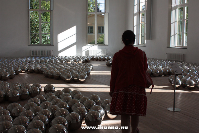 My First Art Vlog: Yayoi Kusama in Stockholm asking: What is a polka dot, can it be a room full of spheres? #art