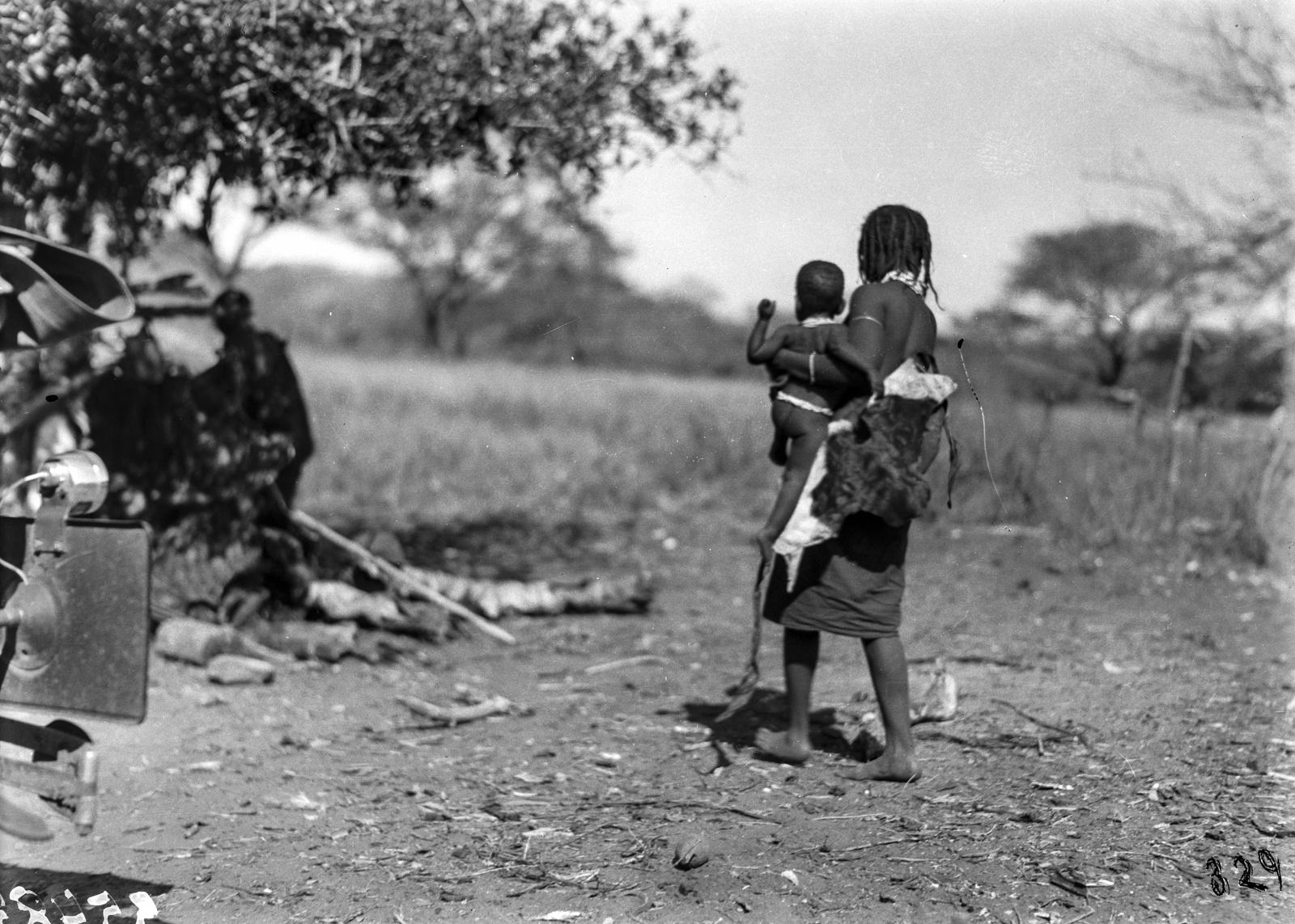 Южно-Африканский Союз. Квазулу-Наталь. Женщина-банту с ребенком