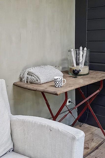 Veranda styling tafel plaid windlicht