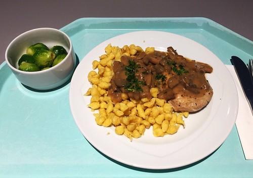 Fried pork loin with mushroom sauce & spaetzle / Gebratene Schweinelende mit Champignonssoße & Spätzle