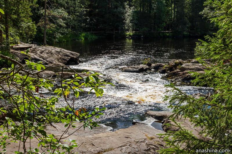Рускеальские водопады и озеро