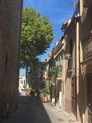 Down a narrow street ... - Photo of L'Albère