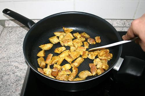 28 - Putenwürfel anbraten / Fry diced turkey