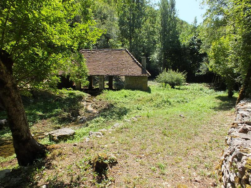 Calvignac - Le lavoir du Ruisseau