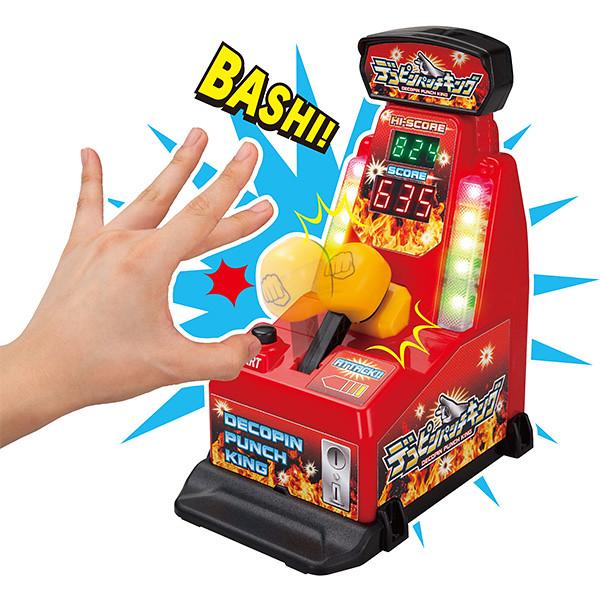 聽說加藤鷹家裡也有一臺?「手指頭打擊練習機」趣味登場!デコピンパンチキング