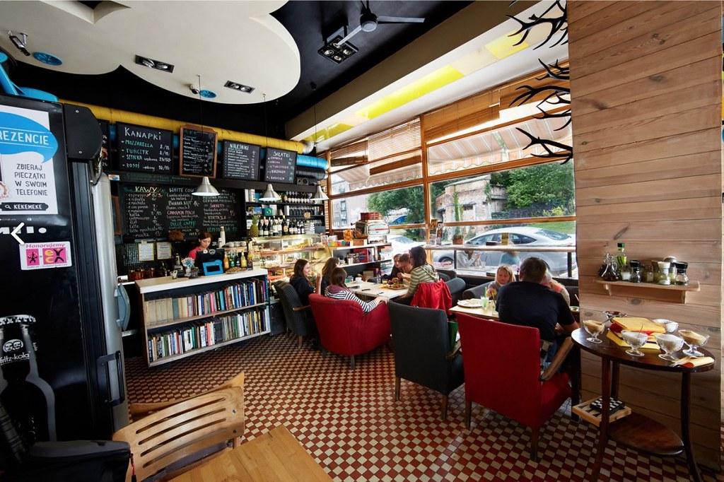 > Café Kafka : Des étudiants et des livres à Varsovie.