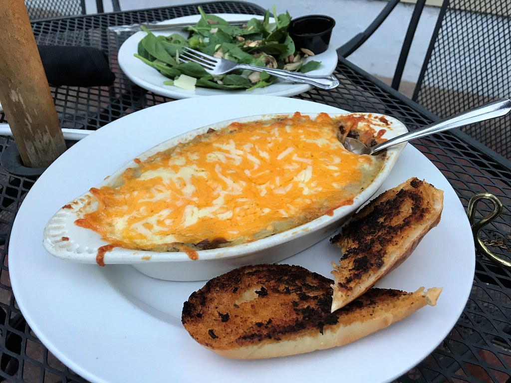 Spinach Salad and Shepherds Pie at Horse & Hounds Restaurant, Ocala, Fla., Aug. 2017