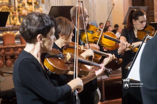 BŰNBÁNAT ÉS MEGVÁLTÁS - az Alba Regia zenekar kamarakoncertje