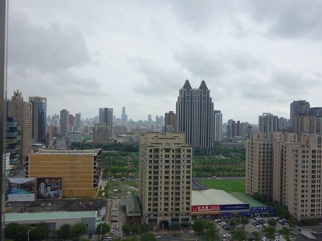 觀景電梯與20樓都可以看到凹子底捷運站附近@高雄H2O水京棧國際酒店